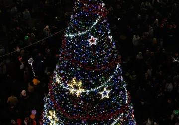 إنارة شجرة عيد الميلاد المجيد برام الله