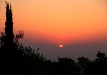غروب الشمس جنوب الخليل.