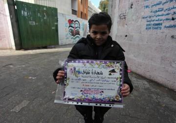 غزة.. فرحة طلبة المدارس بنتائج الفصل الدراسي الأول