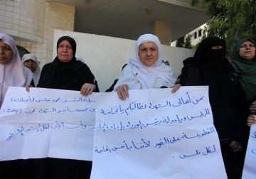 غزة.. اعتصام لأهالي الشهداء المقطوعة رواتبهم