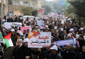 مسيرة احتجاجية لموظفي وكالة غوث وتشغيل اللاجئين الفلسطينيين في قطاع غزة، احتجاجاً على تقليص الدعم للأونروا