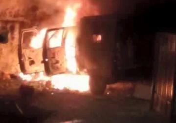 شبان يحرقون جيب عسكري في مواجهات  قلنديا