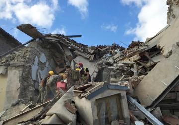 زلزال مدمر يضرب وسط إيطاليا.