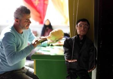 """فنان فلسطيني يصنع دمى """"الماريونيت"""""""
