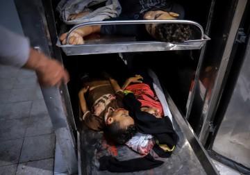 جثامين الأطفال الشهداء في مستشفى بيت حانون