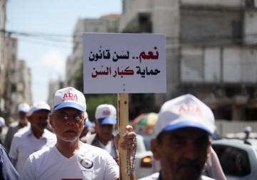 مسيرة للمطالبة بحقوق كبار السن في غزة