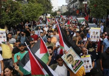مسيرة دعم واسناد للأسرى في سجون الاحتلال وسط رام الله