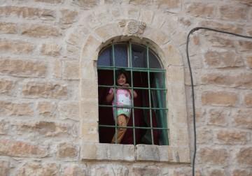 نوافذ وأبواب مغلقة بالخليل منذ مجزرة الحرم الإبراهيمي عام 1994