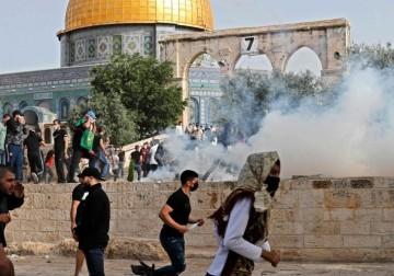 الأقصى: إصابة أكثر من 305 مقدسيين بعد اقتحام وحشي لجيش الاحتلال