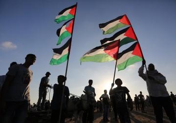 """غزة.. عشرات الإصابات خلال قمع المُشاركين في جمعة """"أطفالنا الشهداء"""""""