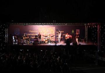 أجواء من الفرح خلال حفلة غنائية في غزة المحاصرة