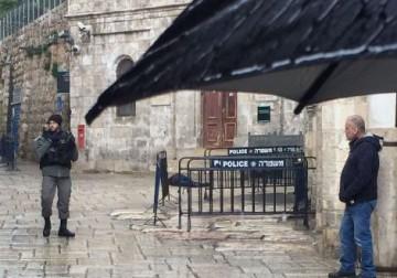 إصابة إسرائيليين في عملة طعن بالقدس واستشهاد المنفذ