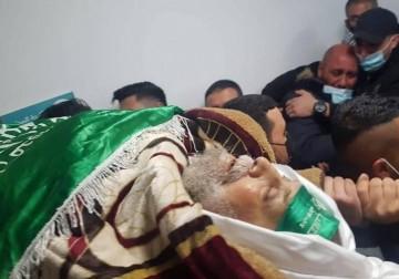 جماهير غفيرة تشيع جثمان القيادي عمر البرغوثي من كوبر وسط الضفة
