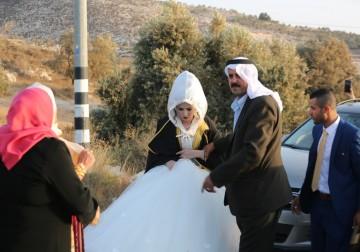 الخليل.. العرس الفلسطيني ما بين الحاجزين