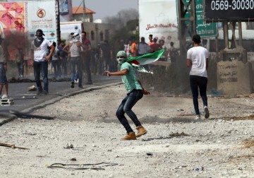 مواجهات بين الشبان وجنود الاحتلال على حاجز حوارة