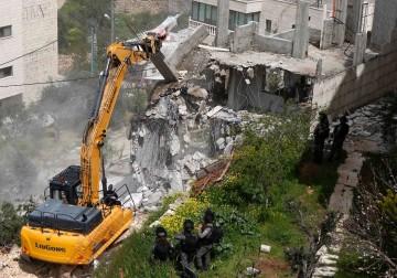 الاحتلال يهدم مبنى لفلسطينيين في مدينة بيت جالا