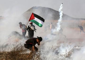 """عشرات الإصابات إثر قمع جمعة """"فليسقط مؤتمر البحرين"""""""