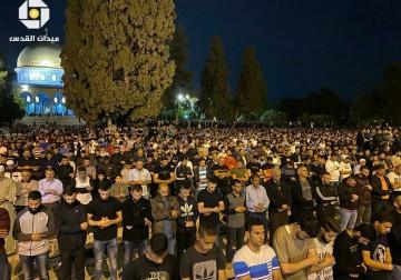 """الآلاف يؤدون """"التراويح"""" في المسجد الأقصى"""