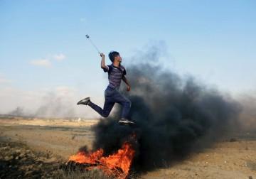 شهيد ومئات الاصابات في جمعة الوفاء للخان الأحمر