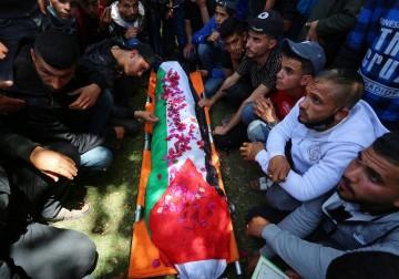 رفح: أبناء شعبنا يشيّعون جثمان الشهيد الفتى يوسف أبو جزر