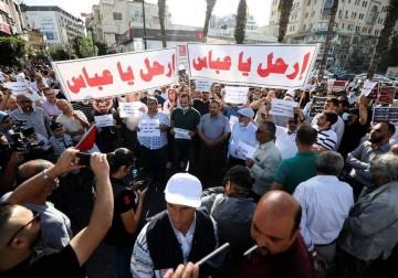 الآلاف من أبناء شعبنا يتظاهرون في رام الله استنكارًا لاغتيال نزار بنات