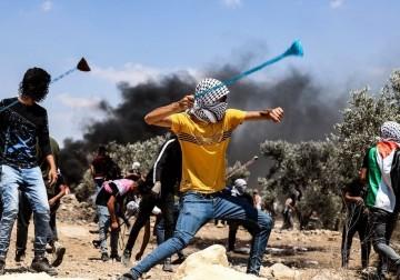 مواجهات عنيفة مع الاحتلال على جبل صبيح في بلدة بيتا
