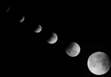 العالم يشهد خسوفًا للقمر