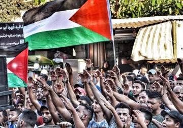 تواصل المسيرات في المخيمات رفضًا لقرارات وزارة العمل اللبنانية الظالمة