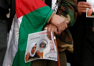 الخليل.. وقفة تضامنية مع الأسرى في سجون الاحتلال