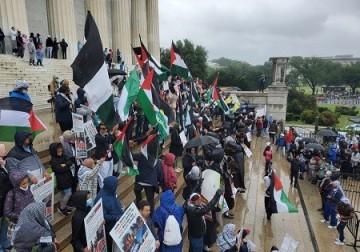 عشرات الآلاف في واشنطن يتظاهرون تنديدًا بجرائم الاحتلال