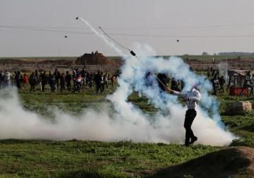 16 فبراير 2018 - مواجهات بين الشبان وقوات الاحتلال على نقاط التماس شرق قطاع غزة، رفضاً لقرار ترامب باعتبار القدس عاصمة للكيان