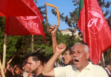 جماهير غزة: ارفعوا العقوبات