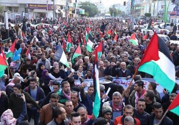 التجمع الديمقراطي الفلسطيني يفتتح باكورة فعالياته بمسيرة بالآلاف جابت شوارع الضفة وغزة