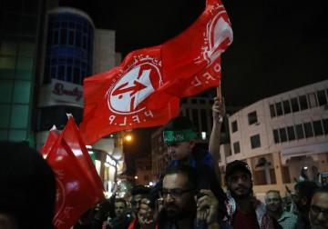 مواطنون يحتفلون في مدينة الخليل بهروب ستة أسرى فلسطينيين من سجن جلبوع الصهيوني