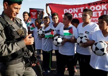 مسيرة لأطفال فلسطينيين لمطالبة