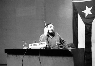 فيديل كاسترو.. الثائر الكوبي الأسطوري