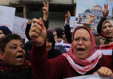 اتحاد لجان المرأة الفلسطينية ينظم مسيرة حاشدة نُصرة للقدس