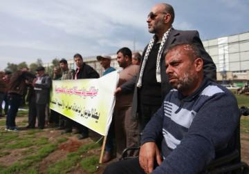 12 فبراير 2018 - موظفي السلطة في غزة ينظمون احتجاجاً على التقاعد المبكر بحقهم من قبل السلطة في رام الله