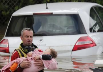 الفيضانات تغمر فرنسا