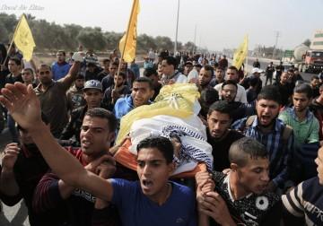 تشييع جثمان الشهيد محمد ابو سعدة الذى استشهد خلال المواجهات بين الشبان وقوات الإحتلال شرق ميخم البريج