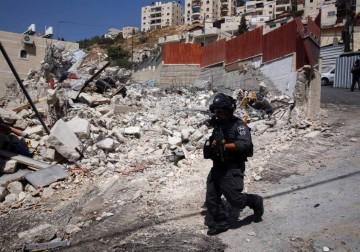 الاحتلال يهدم منزل أبو فرحة في حي رأس العمود بالقدس