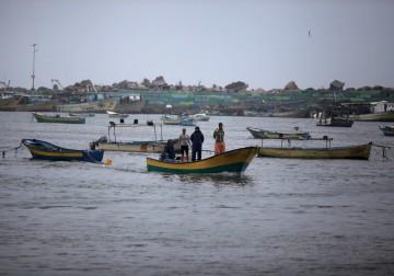 صيادون يبدأون عملهم في بحر غزة بعد منع صهيوني لأكثر من أسبوع
