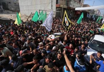غزة: آلاف المواطنين يشيعون جثمان الشهيد القائد بهاء أبو العطا