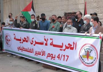 في يوم الاسير..الجبهة الشعبية والجهاد الإسلامي تنظم وقفة احتجاجية أمام مقر المندوب السامي