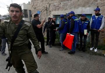 الاحتلال يعتدي على شباب ضد الاستيطان في الخليل