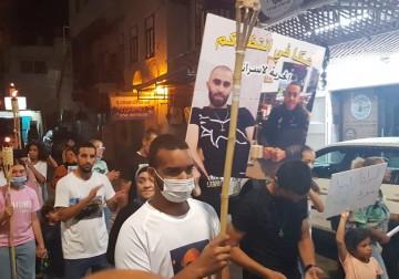 مسيرة مشاعل في عكا تضامنًا مع معتقلي هبّة القدس