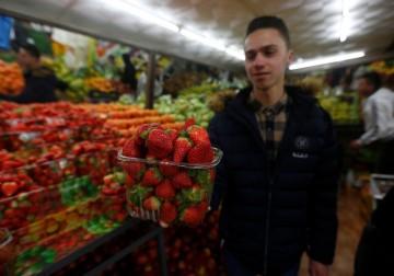 أجواء السوق الكبرى في مدينة الخليل الفلسطينية