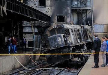 قتلى وجرحى بالعشرات بعد اصطدام قطار في مبنى بالقاهرة