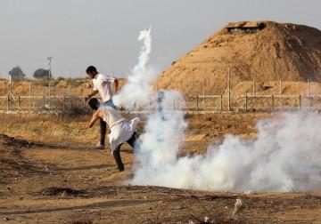 """الاحتلال يقمع المتظاهرين في جمعة """"الأرض مش للبيع"""""""