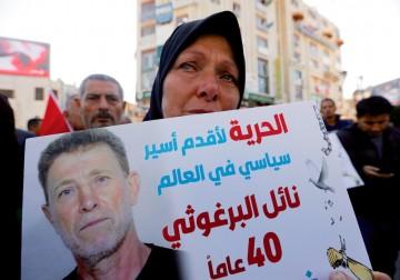 دخل عامه الـ40.. وقفة تضامنية مع الأسير نائل البرغوثي في رام الله